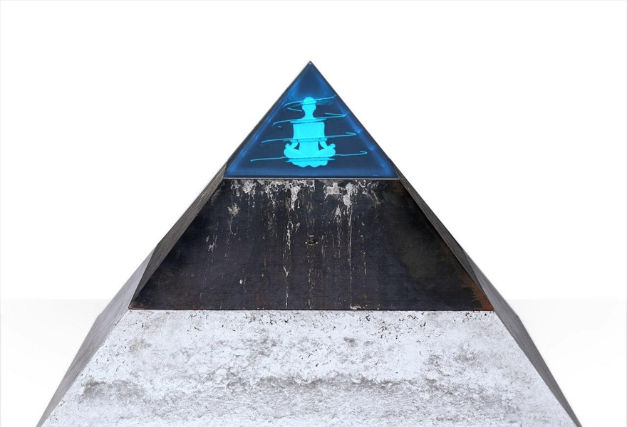 Выставка Джейкоба Якубова «Shadow of Adam»
