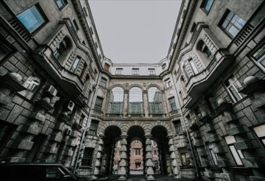 Дворы-колодцы и доходные дома Петроградки